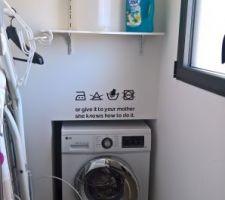 Machine à laver incrustée... sous la tireuse à bière de l'autre côté. Optimisation....