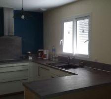 Voilà la cuisine terminée et aménagée (oui oui j'ai caché les choses pas beau ^^)