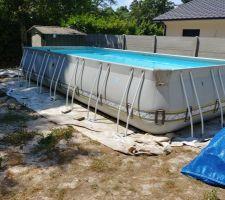 La piscine est installée, et c'est agréable en ce moment !