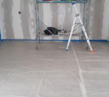 La maison est prête pour être sous-couchée et pour faire la peinture