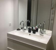Salle d?eau suite parentale - Meuble Ikéa Godmorgon/miroir Godmorgon et appliques achetées sur Manomano.