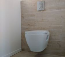 WC suspendu avec abattant