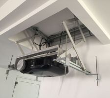 Ascenceur vidéoprojecteur ouvert