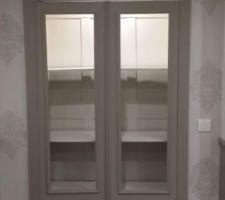 Customisation armoire, éclairage interne allumé.