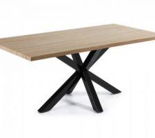 Table en bois couleur naturelle et pied en acier noir