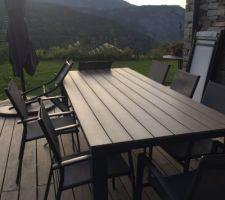 Nouvelle table de jardin