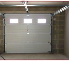 Porte de garage panneaux sécables, isolante, motorisée