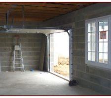 Porte du garage panneaux sécables en PVC et isolante, avec motorisation
