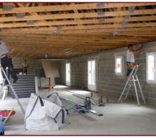 Une structure métallique (Rails) servira de support aux plaques Placoplatre BA 13 du plafond