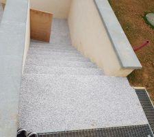 Revêtement de la terrasse fait parte escalier