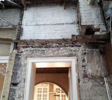 Découpage du mur principal de la maison pour pose de fer I