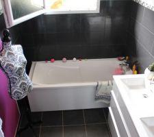 Je kiff ma salle de bain ihih plus que les étagères transparentes et ça sera finie!