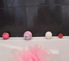 Je kiff ma salle de bain ihih plus que les étagères transparentes et ça sera finie! (Sponsorisé par Lush )