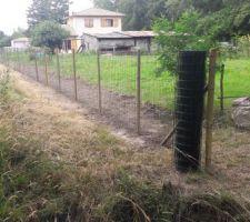 Mise en place des clôtures avec les voisins sur la zone naturelle