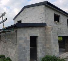 Premier toit monopente de fait.