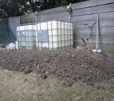 Le résultat du terrassement : un joli tas de terre et beaucoup de sueur !