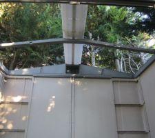 Montage des cloisons et du toit.