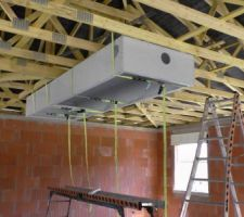 Le caisson est en haut en position retourné pour y loger la VMC DF.