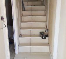 Pose carrelage escalier en cours