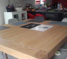 Dernier achat une grande table en bois massif.  Et enfin des chaises