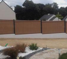 Mur Est  Panneau rigide anthracite Claustra imitation bois