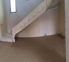 Spots de sol sous l'escalier