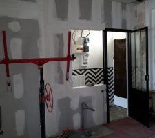 Mur cuisine avec porte atelier