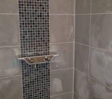 Joints blancs - Petite salle de douche