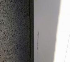 Ce n est pas faute d avoir prévenu le constructeur de la maison d à côté, mais il a fait une rayure sur le bardage qd même... Que faire