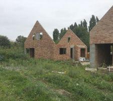2e Maison: vue de loin (briques NEO MAGNOLIA) On peut voir les 2 maisons sur cette photo,avec leurs briques différentes.