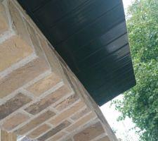 Les cache-moineaux PVC sont installés également
