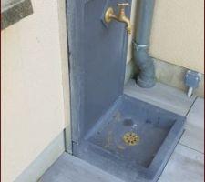 La terrasse est terminée.  Le point d'eau également...