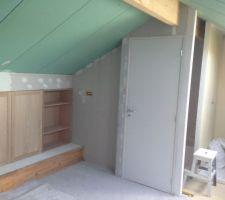 Intérieur, vue d'ensemble vers escaliers