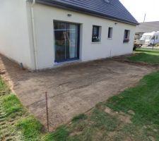 Futur terrasse en dalle 60x60 gris clair sur plot
