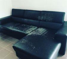 La fin de vie du canapé en simili cuir qui est arrivé au bout!