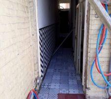 Carrelage du couloir et WC