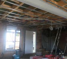 Isolation maison et passage des câbles par plombier et électricien