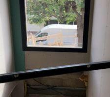 Vue étage depuis le vide sur hall
