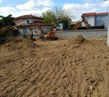 Apport de terre pour remise à plat
