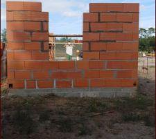Voilà,9 rangées ce week end on attaque le chainage et on commence la 2 ème rangee de briques de la maison
