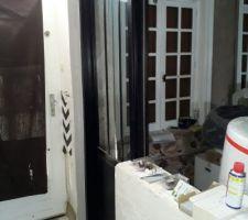 Porte d'atelier cuisine et le carrelage...