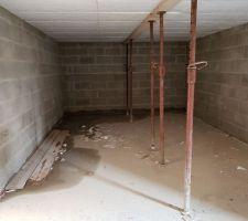 Infiltration sous-sol. Gouttière non raccordée au puisard