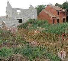 Protection du terrain contre les dépôts sauvages de terre