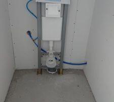 Structure WC suspendu posée avant carrelage