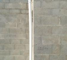 Gouttière sans coude et donc très éloignée du mur