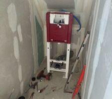 Les toilettes de l'étage sont en cours d'installation