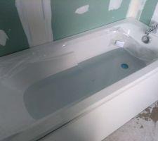 La baignoire des enfants est en cours de test. Pas de fuite apparemment ;-)