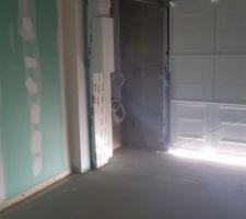 Cloisons et porte garage.