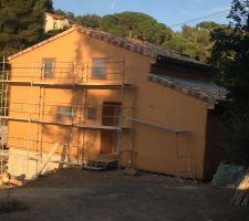 Le facadier a masqué toute maison le plombier peut plus rentrer les facades Ouest  Est Sud et la moitier Est seront enduite