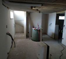 Sous-sol pièce 2 en cours enduit des plaques